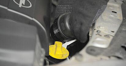 Wie Ölfilter OPEL ASTRA H (L48) 1.6 (L48) 2005 austauschen - Schrittweise Handbücher und Videoanleitungen