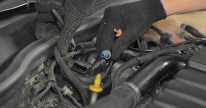 Wie OPEL ASTRA 1.9 CDTI (L48) 2008 Kraftstofffilter ausbauen - Einfach zu verstehende Anleitungen online