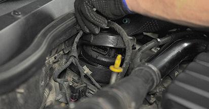 Wie schwer ist es, selbst zu reparieren: Kraftstofffilter Opel Astra h l48 1.7 CDTI (L48) 2010 Tausch - Downloaden Sie sich illustrierte Anleitungen
