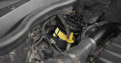 Schritt-für-Schritt-Anleitung zum selbstständigen Wechsel von Opel Astra h l48 2006 1.9 CDTI (L48) Kraftstofffilter