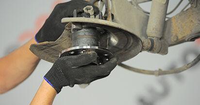 Schritt-für-Schritt-Anleitung zum selbstständigen Wechsel von Opel Astra h l48 2006 1.9 CDTI (L48) Radlager