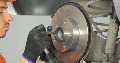 Wie schwer ist es, selbst zu reparieren: Radlager Opel Astra h l48 1.7 CDTI (L48) 2010 Tausch - Downloaden Sie sich illustrierte Anleitungen