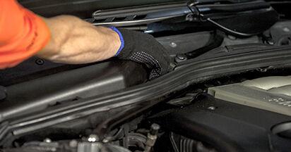 Remplacer Filtre d'Habitacle sur BMW E60 2001 530d 3.0 par vous-même