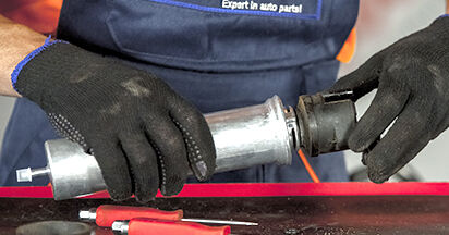 Zweckdienliche Tipps zum Austausch von Kraftstofffilter beim BMW 5 (E60) 520d 2.0 2005