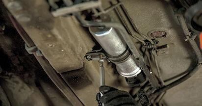 Kraftstofffilter Ihres BMW E60 525d 2.5 2009 selbst Wechsel - Gratis Tutorial