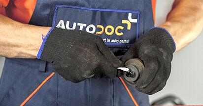 Tausch Tutorial Kraftstofffilter am BMW 5 (E60) 2003 wechselt - Tipps und Tricks