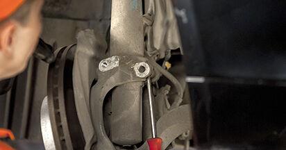 Wie man Stoßdämpfer beim BMW 5 (E60) 2006 auswechselt – Downloaden Sie sich PDF-Tutorials und Videoanleitungen herunter