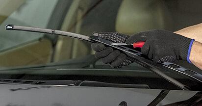 BMW E60 525d 2.5 2003 Wiper Blades replacement: free workshop manuals