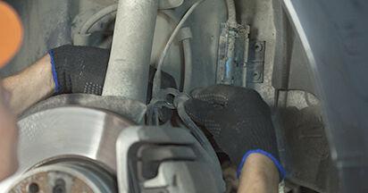 BMW 5 SERIES 520d 2.0 Domlager ausbauen: Anweisungen und Video-Tutorials online