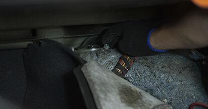 Consigli passo-passo per la sostituzione del fai da te BMW E60 2004 525d 3.0 Supporto Ammortizzatore