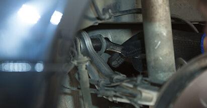 Sostituendo Supporto Ammortizzatore su BMW E60 2001 530d 3.0 da solo