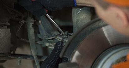 Come cambiare Supporto Ammortizzatore su BMW E60 2001 - manuali PDF e video gratuiti