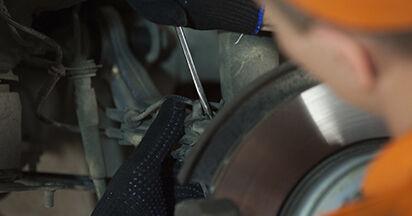 Come sostituire BMW 5 (E60) 530d 3.0 2002 Supporto Ammortizzatore - manuali passo passo e video guide