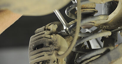 Bremsscheiben Hyundai Santa Fe cm 2.2 CRDi 2007 wechseln: Kostenlose Reparaturhandbücher