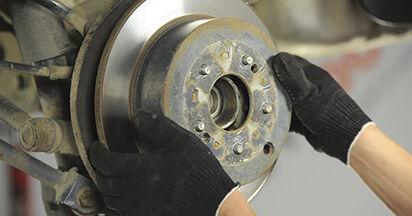 Wie schwer ist es, selbst zu reparieren: Bremsscheiben Hyundai Santa Fe cm 2.4 4x4 2011 Tausch - Downloaden Sie sich illustrierte Anleitungen