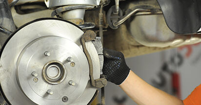 Bremsbeläge beim HYUNDAI SANTA FE 2.2 CRDi 4x4 2012 selber erneuern - DIY-Manual