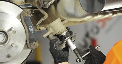 HYUNDAI SANTA FE 2.2 CRDi Bremsbeläge ausbauen: Anweisungen und Video-Tutorials online