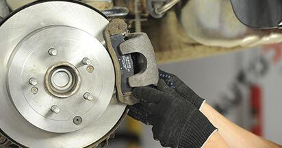Austauschen Anleitung Bremsbeläge am Hyundai Santa Fe cm 2007 2.2 CRDi 4x4 selbst