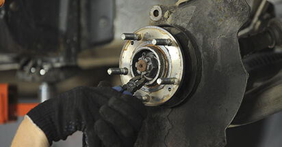 Radlager beim HYUNDAI SANTA FE 2.2 CRDi 4x4 2012 selber erneuern - DIY-Manual