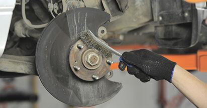 Bremsscheiben beim HONDA CR-V 2.0 2002 selber erneuern - DIY-Manual
