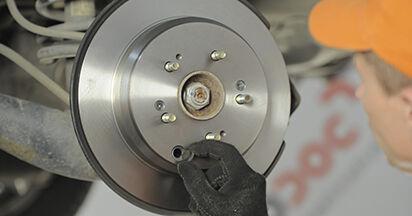 Tausch Tutorial Bremsscheiben am HONDA CR-V II (RD_) 2001 wechselt - Tipps und Tricks