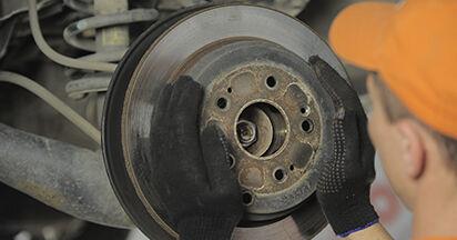 Bremsscheiben am HONDA CR-V II (RD_) 2.0 (RD4) 2006 wechseln – Laden Sie sich PDF-Handbücher und Videoanleitungen herunter
