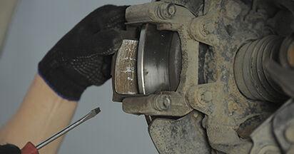 Bremsbeläge beim HONDA CR-V 2.0 2002 selber erneuern - DIY-Manual