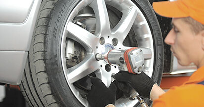 How to replace Brake Pads on MERCEDES-BENZ E-CLASS (W210) 2000: download PDF manuals and video instructions
