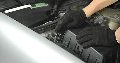 À quel point est-il difficile de le faire soi-même : télécharger le guide illustré pour le changement de Filtre à Air sur Mercedes W210 E 240 2.4 (210.061) 2001