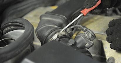 Wechseln Zündkerzen am MERCEDES-BENZ E-CLASS (W210) E 290 2.9 Turbo Diesel (210.017) 1998 selber