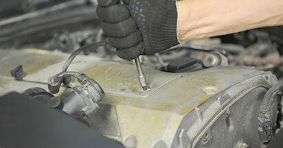Wie schwer ist es, selbst zu reparieren: Zündkerzen Mercedes W210 E 240 2.4 (210.061) 2001 Tausch - Downloaden Sie sich illustrierte Anleitungen