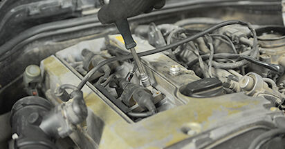 Austauschen Anleitung Zündkerzen am Mercedes W210 1996 E 300 3.0 Turbo Diesel (210.025) selbst
