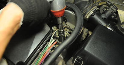 La sostituzione di Ammortizzatori su Mercedes W210 2003 non sarà un problema se segui questa guida illustrata passo-passo