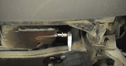 Ölfilter Mercedes Viano W639 CDI 2.2 (639.811, 639.813, 639.815) 2005 wechseln: Kostenlose Reparaturhandbücher