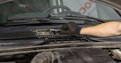 Wie schwer ist es, selbst zu reparieren: Innenraumfilter Mercedes Viano W639 CDI 2.0 (639.811, 639.813, 639.815) 2009 Tausch - Downloaden Sie sich illustrierte Anleitungen