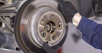 Wie schwer ist es, selbst zu reparieren: Bremsscheiben Honda CR-V III 2.4 i-Vtec 4WD 2012 Tausch - Downloaden Sie sich illustrierte Anleitungen