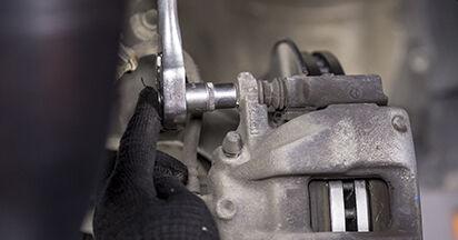 Wechseln Bremsbeläge am HONDA CR-V III (RE) 2.0 i 2009 selber