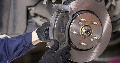 Wie schwer ist es, selbst zu reparieren: Bremsbeläge Honda CR-V III 2.4 i-Vtec 4WD 2012 Tausch - Downloaden Sie sich illustrierte Anleitungen