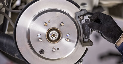 Bremsbeläge Ihres Honda CR-V III 2.0 i-VTEC 2014 selbst Wechsel - Gratis Tutorial