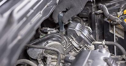 Jak zdjąć HONDA CR-V 2.4 i-VTEC 4WD (RE7) 2010 Filtr powietrza - łatwe w użyciu instrukcje online