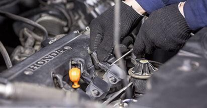 Wie Zündkerzen HONDA CR-V III (RE) 2.0 i 4WD (RE5) 2007 austauschen - Schrittweise Handbücher und Videoanleitungen