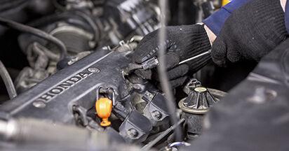 Zündkerzen Honda CR-V III 2.2 i-DTEC 4WD (RE6) 2008 wechseln: Kostenlose Reparaturhandbücher