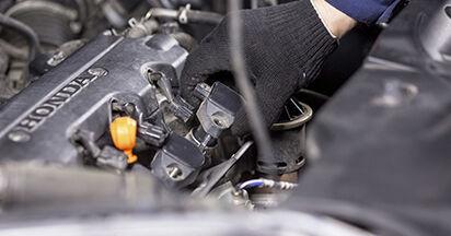 Wie HONDA CR-V 2.4 i-VTEC 4WD (RE7) 2010 Zündkerzen ausbauen - Einfach zu verstehende Anleitungen online