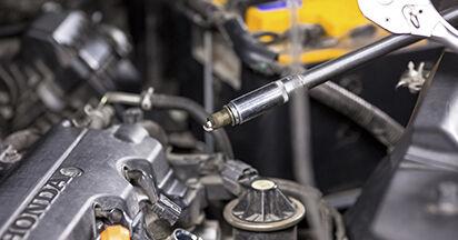 Zündkerzen beim HONDA CR-V 2.4 i-VTEC 2013 selber erneuern - DIY-Manual