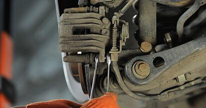 Austauschen Anleitung Bremsbeläge am Audi A4 b7 2004 2.0 TDI selbst