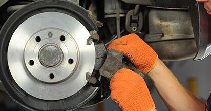 Bremsbeläge am AUDI A4 Avant (8ED, B7) 3.0 TDI quattro 2004 wechseln – Laden Sie sich PDF-Handbücher und Videoanleitungen herunter