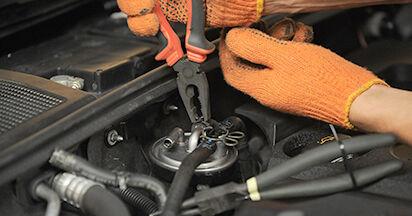 Wie AUDI A4 2.0 TFSI quattro 2008 Kraftstofffilter ausbauen - Einfach zu verstehende Anleitungen online