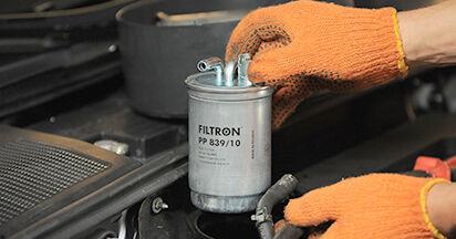 Austauschen Anleitung Kraftstofffilter am Audi A4 b7 2004 2.0 TDI selbst
