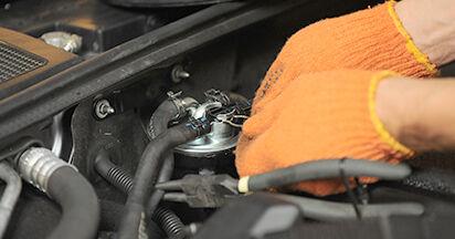 Wie Kraftstofffilter AUDI A4 Avant (8ED, B7) 2.0 TDI 16V 2005 austauschen - Schrittweise Handbücher und Videoanleitungen