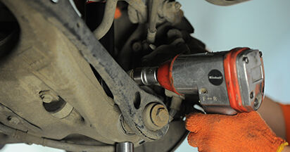 Så tar du bort AUDI A4 2.0 TFSI quattro 2008 Fjäderbenslagring – instruktioner som är enkla att följa online